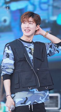 kim hanbin you make me cry Yg Ikon, Kim Hanbin Ikon, Chanwoo Ikon, Ikon Kpop, Ikon Leader, Ikon Debut, Ikon Wallpaper, Hip Hop And R&b, Boyfriends
