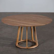 Round wooden table PIVOT By Artisan design Michael Schneider Couch Table, Table And Chair Sets, Round Dining Table, Solid Wood Furniture, Table Furniture, Restaurant Tables, Wooden Tables, Dining Room Design, Designer