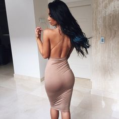INSTA SEXY : Pretty nude tight backless dress. Guess what, i'm seeing some curves underneath it. NP! She knows too well how such sexy body works. How naughty!! Love your walking! ♡