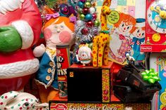 A collection of vintage toys as Christmas decorations. #dreampets #rainbowbrite #easybakeoven