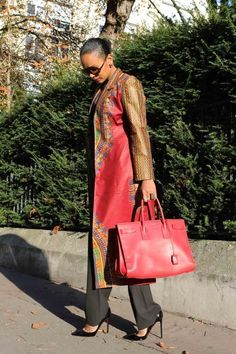 Inspiration - Trench Dashiki rouge Tim Création ~Latest African Fashion, African Prints, African fashion styles, African clothing, Nigerian style, Ghanaian fashion, African women dresses, African Bags, African shoes, Nigerian fashion, Ankara, Kitenge, Aso okè, Kenté, brocade. ~DK