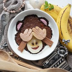 This oatmeal bowl emoji creations are almost TOO cute to eat for breakfast.