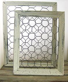 How to make shabby chic chicken wire frames. Could use those tiny lil clothesline pins from craft store to hang lil , pictures on .cute, nur Idee, aus Bilderrahmen und H Shabby Chic Crafts, Shabby Chic Kitchen, Shabby Chic Homes, Shabby Chic Decor, Chicken Wire Crafts, Chicken Wire Frame, Displays, Ideias Diy, Frame Crafts