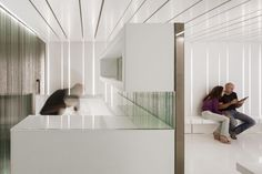 Dental Clinic by MMVARQUITECTO. Reception space. #White #Color