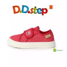 Se acerca la primavera y con ella las tardes de parque con los niños!  Estas zapatillas de lona de D.D.step para primeros pasos en rojo o azul son ideales para tardes de parque divertidas con sus amiguitos!  Del 20 al 25