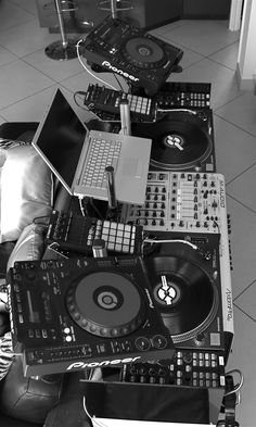 - Sweet set up. With a PC. Music #dj #djculture #djgear #twoturntables http://www.pinterest.com/TheHitman14/dj-culture-vinyl-fantasy/