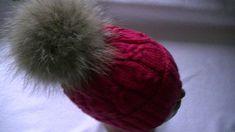 Вязание шапки узором с косами.