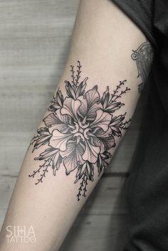 Flowery Mandala Tattoo by Iñaki Beaskoa at Siha Tattoo Finger Tattoos, Arm Tattoos, Body Art Tattoos, Sleeve Tattoos, Cool Tattoos, Tattos, Tattoo Blog, Tattoo Studio, Inner Elbow Tattoos