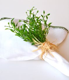 Thymes Spray Napkin Ring: Perfect accent to an outdoor summer picnic!