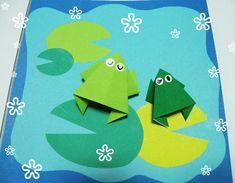 귀여운 개구리를 접어볼께요. 접는 방법은 아주 쉽답니다. 먼저 삼각주머니 기본형에서 시작해요.. 삼각주머니 접기는 두가지로 접을수있어요. 대각선으로 산접기하시고 십자모양으로 골접기 하세요. 그러면 쉽..