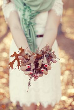 autumn--Would make a cute engagement photo with the ring sitting on one of the leaves Autumn Day, Autumn Leaves, Warm Autumn, Hello Autumn, Autumn Inspiration, Colour Inspiration, Wedding Inspiration, Land Art, Engagement Shoots