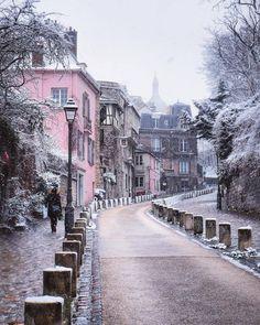 Winter in Paris. Montmartre by Régine Semaan.