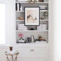Loving this new trend of hanging artwork on bookshelves. More on the blog!  #roomfortuesday #art #shelfie #interiordesign : @sargibs by jacquelinbrown