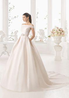 Mikado Wedding Dress Boat Neckline | Rosa Clara | http://trib.al/kDmKVws