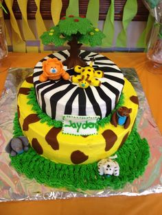 Jungle cake at a Baby Shower #babyshower #junglecake Perfect if the Lion King nursery is still on the table!