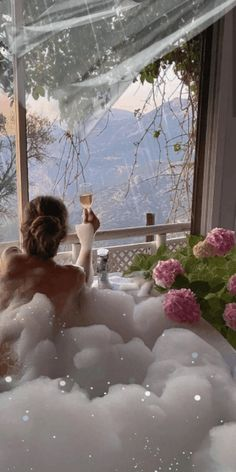 Romantic Pictures, Beautiful Pictures, Romantic Bubble Bath, Good Morning Coffee Gif, World Gif, Sky Gif, We Heart It, Good Night Gif, Animated Love Images