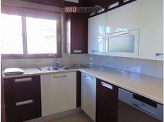 Moradia V4 totalmente remodelada Casas No Algarve, Kitchen Cabinets, Home Decor, Townhouse, Kitchen Cupboards, Homemade Home Decor, Decoration Home, Kitchen Shelves, Interior Decorating