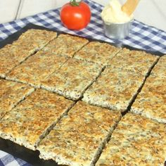 Useful cottage cheese without flour-Nyttigt Kesobröd utan mjöl Useful cottage cheese without flour - Healthy Recepies, Healthy Eating Recipes, Veggie Recipes, Vegetarian Recipes, Cooking Recipes, Healthy Meals, Low Calorie Vegan, A Food, Food And Drink