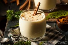 Cut the calories and fat this Christmas with this lightened up eggnog recipe from nutrition guru Joy Bauer. Holiday Drinks, Holiday Recipes, Holiday Foods, Holiday Sangria, Winter Cocktails, Christmas Cocktails, Holiday Treats, Eggnog Rezept, Ponche Navideno