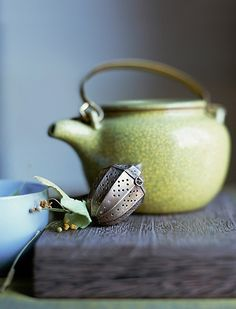 love the color of the teapot