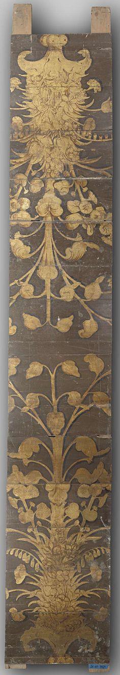 Anonymous | Tongewelf, samengesteld uit eiken planken, beschilderd met grotesken en acanthusranken, afgewende vrouwenfiguren met onderlijven die eindigen in klauwen en voluten, Anonymous, c. 1600 | Tongewelf, samengesteld uit eikenhouten plankjes, beschilderd op bruine grond met grotesken in goud, waaruit acanthusranken ontspruiten, die door afgewende vrouwenfiguren, wier onderlijf in klauwen en voluten eindigt, worden gehouden. Het gewelf bestaat uit ongeveer 150 panelen van verschillende…