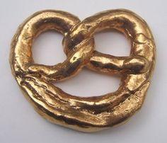 gold pretzel