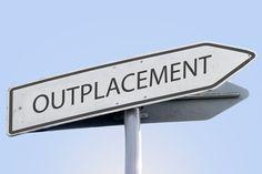 Outplacement – Bei Jobverlust das faire Instrument für Unternehmer und Mitarbeiter - Es muss nicht immer eine wirtschaftliche Krise sein, die dazu zwingt, Mitarbeiter zu entlassen. Oft geschieht das gerade deshalb, weil Unternehmen ihre Wettbewerbs-Position für die Zukunft sichern wollen. Solche Restrukturierungen können unpopuläre Maßnahmen erfordern. Dann sollten Unternehmer ih...