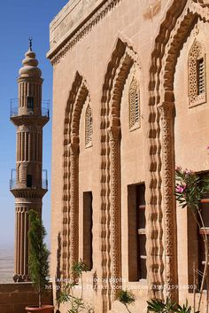 It is a Post Office now. In the old days of silk road, it's a Caravanserai, Mardin, Turkey Islamic World, Islamic Art, Islamic Architecture, Amazing Architecture, Places Around The World, Around The Worlds, Beautiful World, Beautiful Places, Empire Ottoman
