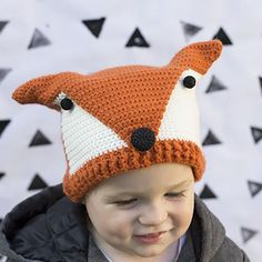 Make your own little cutie a fox hat of their own with this free pattern!