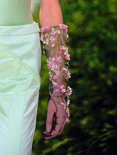 embellished gloves | Tumblr