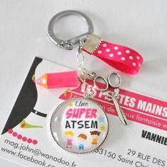 """Porte clef """"une super atsem """"sur le theme de l'ecole ideal cadeau maitresse / cadeau atsem"""