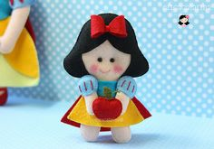 Cute site of felt figurines Felt Crafts Dolls, Felt Dolls, Fabric Crafts, Sewing Crafts, Erica Catarina, Cute Clay, Felt Christmas Ornaments, Felt Patterns, Christmas Makes