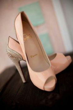 Amazing with this fashion pumps! get it for 2016 Fashion Christian Louboutin Pumps for you! Christian Louboutin, Christian Dior, Crazy Shoes, Me Too Shoes, Dream Shoes, Fancy Shoes, Formal Shoes, Mode Shoes, Zapatos Shoes