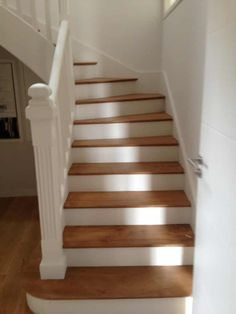 homedecor stairs Peindre un escalier Staircase Remodel, Wood Staircase, Staircase Design, Staircase Painting, Escalier Design, Staircase Makeover, Painted Stairs, Basement Stairs, Basement Remodeling