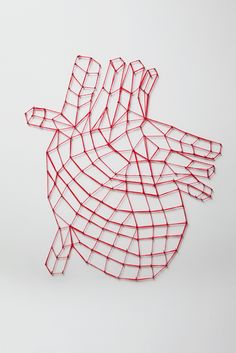 Cuore / white wood - red cotton threads - black nails