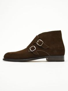 Men Brown Double Monk Chukka Suede Leather Boots Description: Below are the main features of the product - High Quality Suede Leather- Handmade Leather Boots- Beautiful Double Monk leather Boots Style- High Quality Premium Leather Boots Mens Dress Outfits, Men Dress, Dress Shoes, Dress Clothes, Brown Leather Shoes, Cow Leather, Brown Suede, Cowhide Leather, Suede Chukka Boots