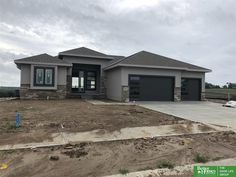 9959 S St Papillion. lot size but really nice inside Dream Home Design, My Dream Home, House Design, Nice Houses, Modern Houses, Beautiful House Plans, Beautiful Homes, Single Storey House Plans, Industrial Decorating
