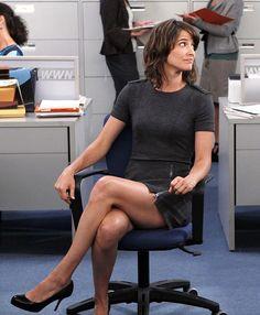 Robin Sherbatsky crossed legs grey office dress on How I met your mothe