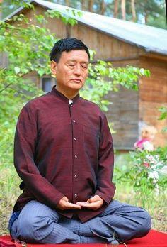 Geshe Tenzin Wangyal Rinpoche é fundador do Ligmincha Institute, dedicado a preservar os antigos ensinamentos da tradição budista tibetana Bön, É um professor altamente respeitado e amado por seus estudantes. Fluente em Inglês, é conhecido pela sua profundidade, sabedoria envolvente, estilo claro e por sua capacidade de fazer os antigos ensinamentos tibetanos altamente acessíveis e relevantes para a vida dos ocidentais. #meditar #meditacao #yoga #budismo #yogadossonhos #mestre
