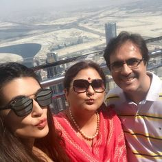 Haha.. pout queens with the always smiling king of our house! #BurjKhalifa #Dubai @geeta_sanon @sanonrahul #familytime Miss you Nupsuu!! @nupursanon ❤️❤️😘