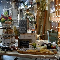 Mammabellarte booth idea, L. Vendor Cart, Vendor Booth, Craft Show Displays, Food Displays, Bazaar Booth, Flea Market Displays, Strawberry Sangria, Ladder Display, Market Stands