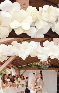 These over sized paper flowers have such a gorgeous dramatic look!