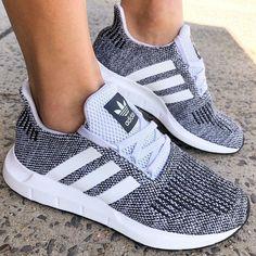 Adidas a vraiment amélioré son jeu dans le domaine de la chaussure! #shoes #heels #kicks #adidas #runningshoes