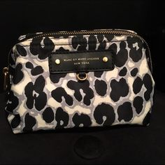 """Marc Jacobs cosmetic bag Marc Jacobs leopard print cosmetic bag. Nylon bag with printed logo lining and gold hardware.  In good condition. Very spacious, with inner pocket. Great for travel. 6.5X4.5 opening is 13"""" long. Marc Jacobs Bags Cosmetic Bags & Cases"""