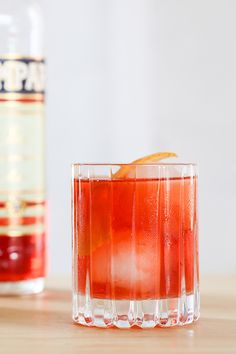 Classic Negroni Cocktail Recipe // How to make a Negroni Cocktail