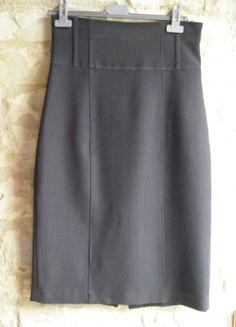 À vendre sur #vintedfrance ! http://www.vinted.fr/mode-femmes/jupes-longueur-genou/44259001-jupe-taille-haute-gris-souris-la-city