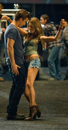 julianne hough in footloose = body goals. Country Outfits, Country Girls, Country Music, Country Concert Outfits, Country Concerts, Movies And Series, Movies And Tv Shows, Movie Couples, Cute Couples