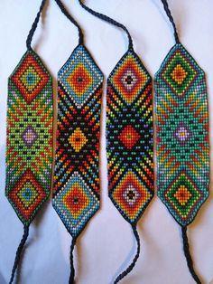 Pulseras De Mostacilla Checa - Bs. 10.000,00 Loom Bracelet Patterns, Seed Bead Patterns, Beading Patterns, Beaded Braclets, Bead Loom Bracelets, Seed Bead Necklace, Seed Bead Jewelry, Beaded Crafts, Tear