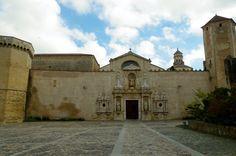 Fotos de: Tarragona - Monasterio de Santa Maria de Poblet - Vista exteri...