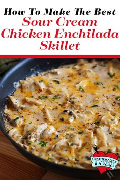 This one pan dinner takes all the flavor of sour cream chicken enchilada and turns it into an easy skillet that is done in the fraction of the effort and time! Sour cream, chicken, green chiles and plenty of cheese make this recipe great! Enchilada Recipes, Meat Recipes, Mexican Food Recipes, Chicken Recipes, Dinner Recipes, Cooking Recipes, Sour Cream Recipes Dinner, Pollo Loco Chicken Recipe, Casserole Recipes